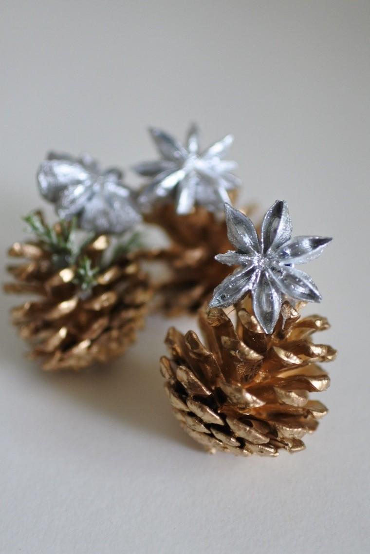 松ぼっくりのミニチュアクリスマスツリー