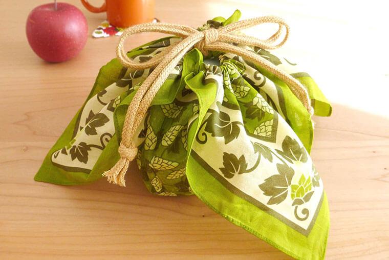 ハンカチ1枚で作れる、簡単お弁当袋の作り方