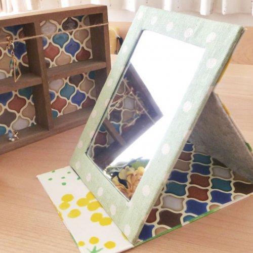 布のはぎれでリメイクできる、折りたたみミラーの作り方