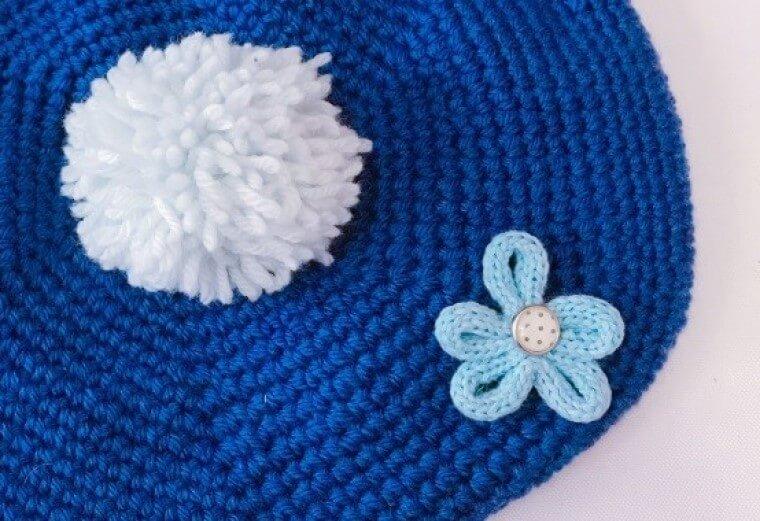 リリアン編みで作れる、お花のブローチの編み方