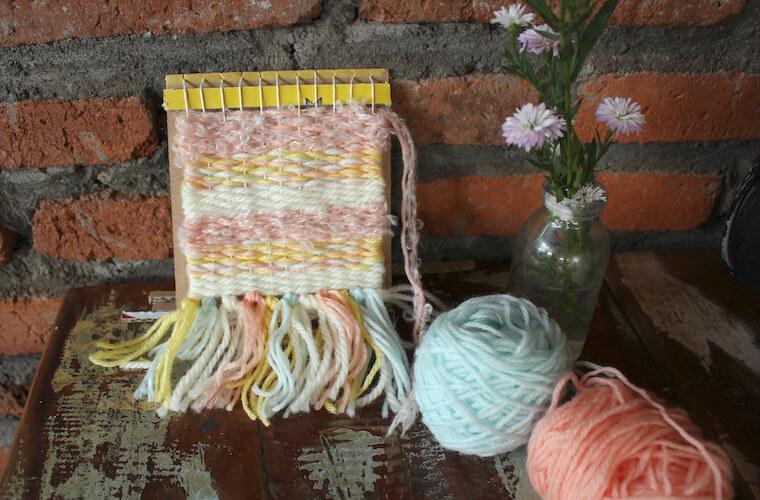 手織り物を作ろう!①ダンボールで織り機づくり
