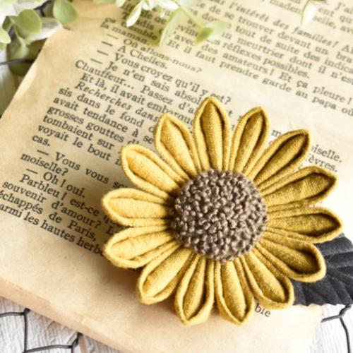 つまみ細工の「ひまわり」で作る、夏のブローチ