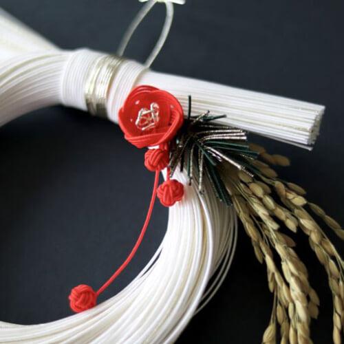 しめ縄の簡単な作り方とアイデア集。お正月にしめ縄を手作りしよう