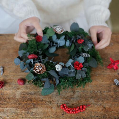 Story 05. 森の恵みに包まれる幸せな時間。エバーグリーンのクリスマスリース
