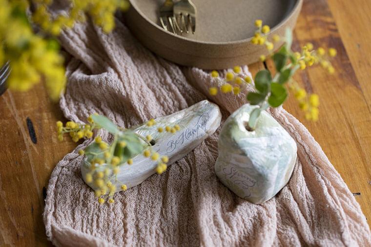 一輪差しで季節を先取り。クレイ(粘土)で作るフラワーベース
