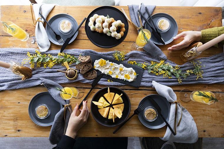 """""""おうちミモザ""""しましょう! いつもの食卓がちょっとだけ特別になる 8つのおしゃれアイデア"""