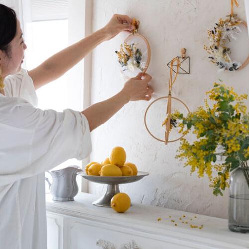 カレイドフレームで春を呼ぶ。おしゃれに壁を飾るディスプレイアイデア