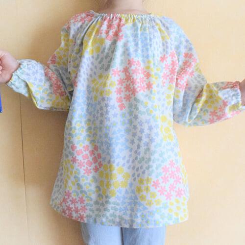 スモックの作り方。簡単型紙づくりから生地の裁断、衿ぐりの縫い方まで