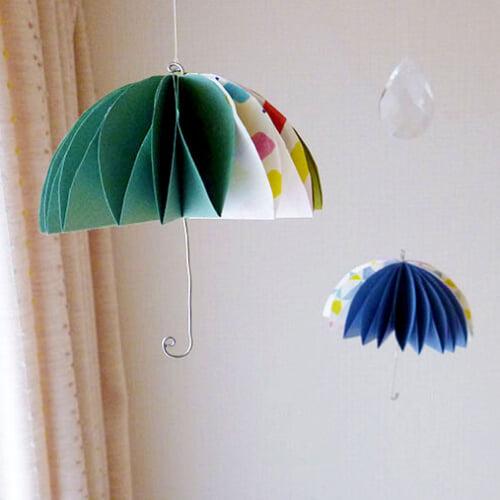 梅雨の季節を明るく。カラフルでかわいい傘モビールの作り方